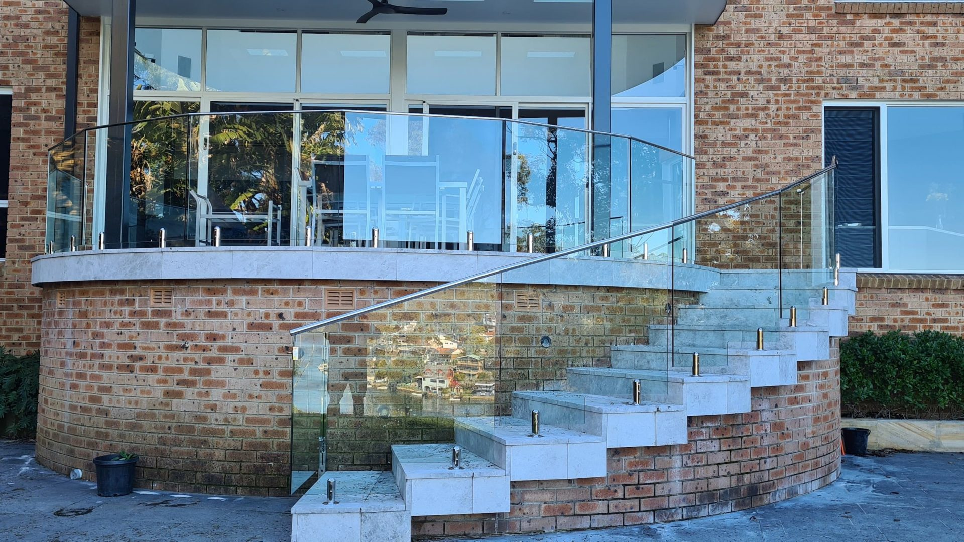Glass Curved External Balustrade, Lugarno - Glass Fence Supplies